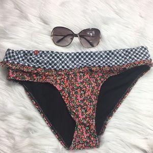 Volcom, fold over, bikini bottom, size M, NWOT.